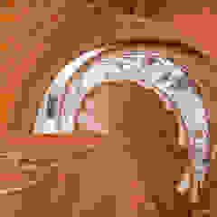 Klasyczne Wnętrze Apartamentu z Antresolą od Roble Klasyczny Żelazo/Stal