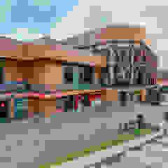 Shopping Centers escandinavos por Alpbau Escandinavo Madeira Efeito de madeira