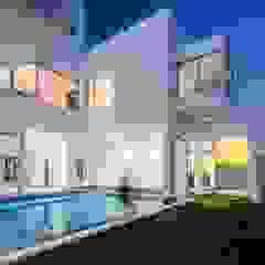 Lantern House por Studio Toggle Porto, Lda Moderno
