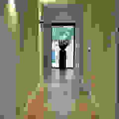 Verbouwing vila Moderne gangen, hallen & trappenhuizen van Elmi Interieurontwerp en Meubelontwerp Modern