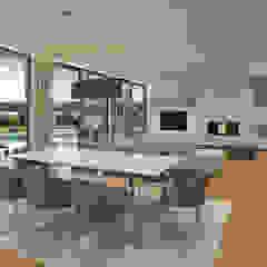 CASA RP1 - Moradia em Oeiras - Projeto de Arquitetura Salas de estar modernas por Traçado Regulador. Lda Moderno Madeira Acabamento em madeira