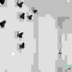 BED minimalizm w formie i kolorze :) Minimalistyczny korytarz, przedpokój i schody od MiM Twardowscy Minimalistyczny