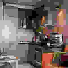por Студия NATALYA SOLNTSEVA Interiors Design Industrial Derivados de madeira Transparente