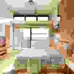 トロピカルスタイルの 寝室 の Structura Architects トロピカル 木 木目調
