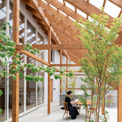 大きなテラスのある家 モダンデザインの テラス の 堀部太建築設計事務所 モダン 木 木目調