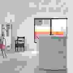 Julius Taminiau Architects Minimalist living room Wood White