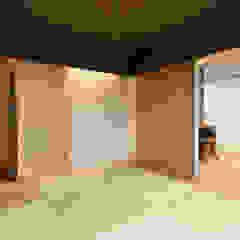 Salas multimedia asiáticas de Studio tanpopo-gumi 一級建築士事務所 Asiático