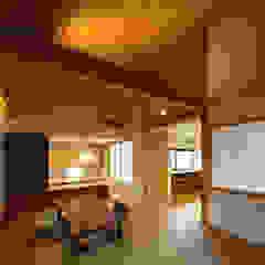 床座の家-土間と離れ蔵のある家- 和風デザインの リビング の Studio tanpopo-gumi 一級建築士事務所 和風