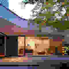 OF 異なる雰囲気をもつ3つの箱の家 モダンデザインの テラス の 山縣洋建築設計事務所 モダン