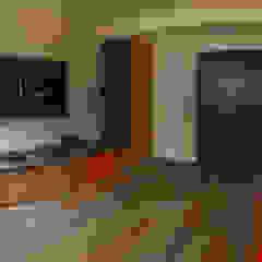 Phòng giải trí phong cách công nghiệp bởi 2 MINT STUDIO Công nghiệp