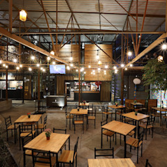 Hiên, sân thượng phong cách công nghiệp bởi Boutique de Arquitectura ¨Querétaro [Sonotectura+Refaccionaria] Công nghiệp Bê tông