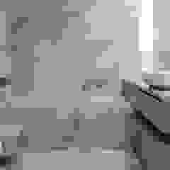 Neon (interiores) Casas de banho minimalistas por Sónia Cruz - Arquitectura Minimalista Cerâmica