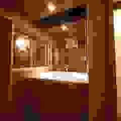 デッキとつながる家 北欧スタイルの お風呂・バスルーム の 株式会社高野設計工房 北欧