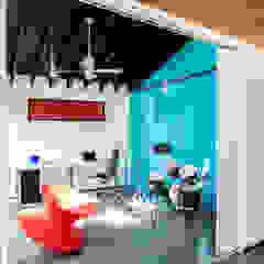 Moderner Multimedia-Raum von KUBE Architecture Modern
