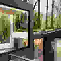 Moderner Balkon, Veranda & Terrasse von KUBE Architecture Modern