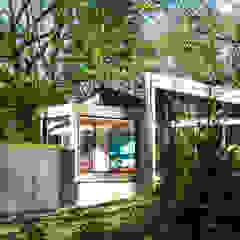 Moderne Häuser von KUBE Architecture Modern