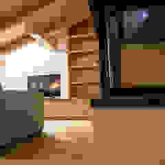 Monico Impianti Salones de estilo moderno Madera Acabado en madera