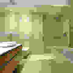 PROJEKT DOMU W STYLU EKLEKTYCZNYM Eklektyczna łazienka od Piotr Stolarek Projektowanie Wnętrz Eklektyczny