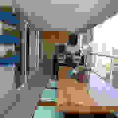 by Serra Vaz Arquitetura e Design de Interiores Modern ٹھوس لکڑی Multicolored