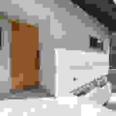 por 光風舎1級建築士事務所 Asiático Madeira Efeito de madeira