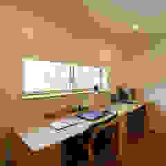 Azjatyckie domowe biuro i gabinet od 光風舎1級建築士事務所 Azjatycki Drewno O efekcie drewna