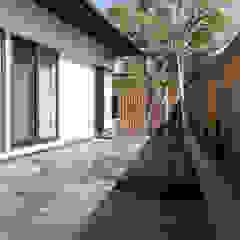 por 光風舎1級建築士事務所 Asiático Pedra