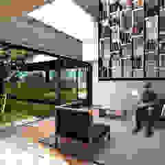 by Boutique de Arquitectura ¨Querétaro [Sonotectura+Refaccionaria] Minimalist Wood-Plastic Composite