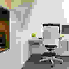 van zolder tot kantoor Moderne kantoor- & winkelruimten van Peggy Franssen Interieurontwerp Modern