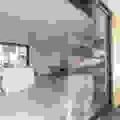 من Ivo de Jong architect حداثي خشب Wood effect