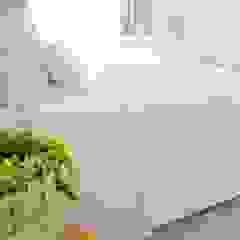 Reabilitação de Moradia - Alojamento Local Quartos minimalistas por Coxim Creative Factory Minimalista