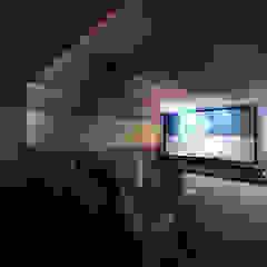 Ruang Media Modern Oleh StudioHERCULES Modern