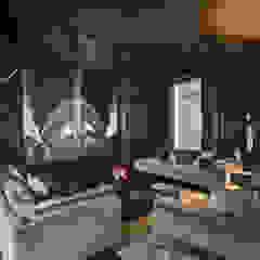 Breakwater Sala multimediale in stile industriale di Dario Turani Interior Designer Industrial Legno Effetto legno