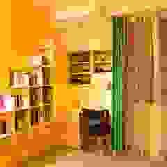من Anisha Deb (Freelance Interior Designer) كلاسيكي خشب رقائقي