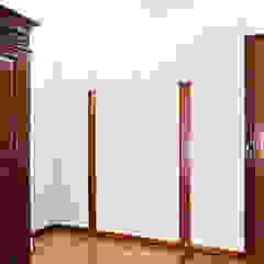 Apartamento RM Closets minimalistas por IN-PROOV Minimalista