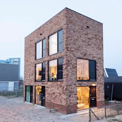 TINY TOWERS Minimalistische huizen van HOUSE OF ARCHITECTS Minimalistisch