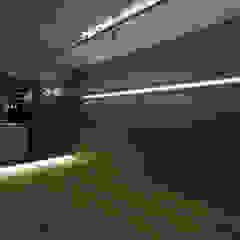 House A モダンな 壁&床 の HAMADA DESIGN モダン
