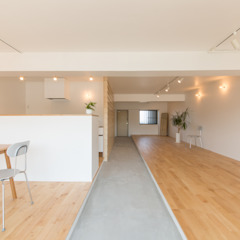 Minimalist corridor, hallway & stairs by HAMADA DESIGN Minimalist