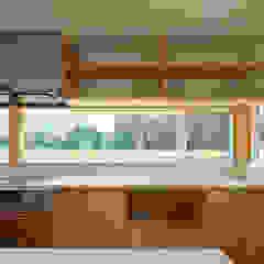 しかだにちょうのいえ モダンな キッチン の 伊藤瑞貴建築設計事務所 モダン