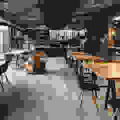 7g Roaster por wn studio Moderno Granito