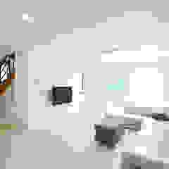 경상도 함양에 위치한 입체감이 살아있는 전원주택 클래식스타일 거실 by 한글주택(주) 클래식