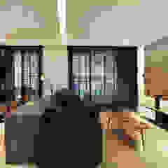 Minimalist living room by 黃耀德建築師事務所 Adermark Design Studio Minimalist