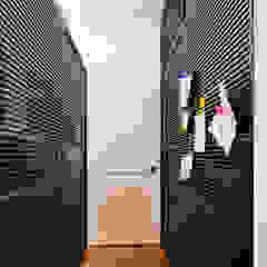 SILVA PEREZ Pasillos, vestíbulos y escaleras de estilo moderno de Modismo Moderno