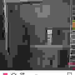 por Arquitectos Delgado Industrial Alumínio/Zinco