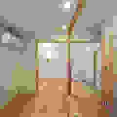 od 山道勉建築 Skandynawski Drewno O efekcie drewna