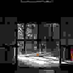 por 山道勉建築 Asiático Madeira Acabamento em madeira
