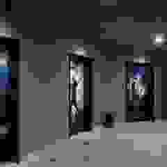 Sede Wplay - Medellín Pasillos, vestíbulos y escaleras de estilo industrial de Proyecto Decc S.A.S. Industrial Ladrillos