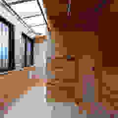 من 山道勉建築 إسكندينافي خشب Wood effect