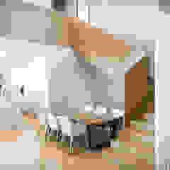 por Srta. Rottenmeier Estudio de Arquitectura Mediterrânico Madeira Acabamento em madeira