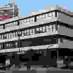 Escolas modernas por REZ Arquitectura   Diseño   Construcción Moderno Concreto reforçado