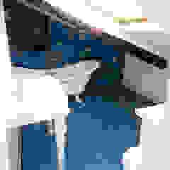 YANN Srl Baños de estilo ecléctico Concreto Azul